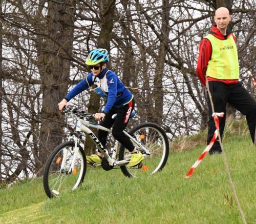 Závody na kolech (mladí fotbalisti)
